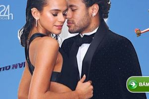 Neymar thuê máy bay tới chúc sinh nhật bạn gái trong tiệc thâu đêm