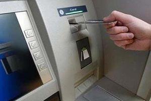 Tạm giữ đối tượng bất ngờ giật tiền sau khi hướng dẫn nạn nhân rút từ ATM