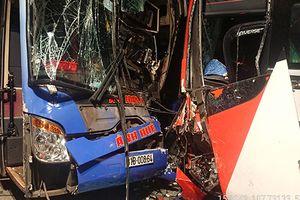Xe khách đối đầu trên đèo Lò Xo, hàng chục hành khách hoảng loạn