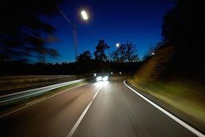 Tài xế xe dịch vụ chia sẻ kinh nghiệm lái xe đường dài ban đêm