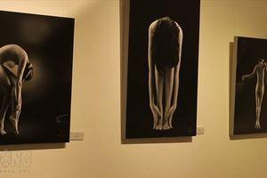 'Số phận' những bức ảnh nude hậu triển lãm đầu tiên tại Hà Nội