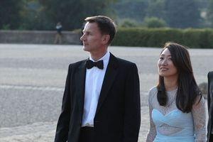Tân Ngoại trưởng Anh nhầm lẫn tai hại về gốc gác của vợ khi đối mặt ông Vương Nghị