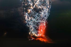 Hớp hồn bởi những bức ảnh ghi lại hiện tượng thiên nhiên ngoạn mục 'sét trong núi lửa'