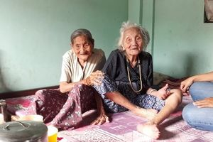 Cụ bà 94 tuổi cần mẫn bán vé số từng ngày để nuôi chị 97 tuổi