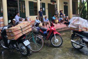 Kiểm điểm Trưởng phòng Văn hóa huyện vì vụ dân chở đồ đến trụ sở UBND xã 'bắt đền'