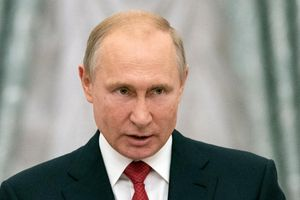Ngỏ ý 'hạ nhiệt' trừng phạt Nga, Tổng thống Trump bác bỏ bất ngờ