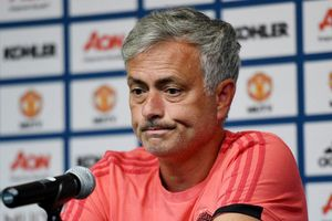 MU nổ thêm 'bom tấn', Chelsea chiêu dụ Lewandowski