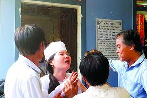 TNGT thảm khốc ở Quảng Nam: Tiếng khóc xé lòng của cô dâu trẻ