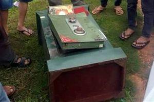 Trộm vứt két chứa hơn 100 triệu xuống kênh Lò Gốm