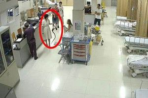 Vào bệnh viện, bệnh nhân dọa bác sĩ thất kinh bởi thứ khủng khiếp...