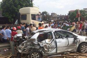 Ô tô bị tàu hỏa tông văng ở Nam Định, 4 người thương vong