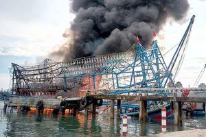 Tàu cháy giữa biển, 11 ngư dân Quảng Nam suýt chết