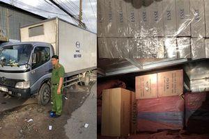 Bắt giữ hơn 20.000 gói thuốc lá trong xe tải đông lạnh 2 đáy