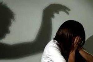 Truy tố người cha đốn mạt hiếp dâm con gái ruột