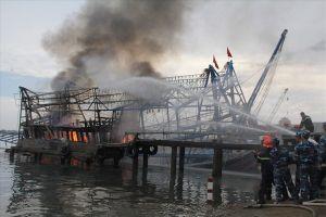 Cháy tàu cá trên biển, 11 ngư dân thoát nạn