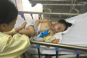 Bé gái 6 tuổi sống sót trong vụ tai nạn xe rước dâu tỉnh dậy chỉ gào khóc gọi 'mẹ ơi'