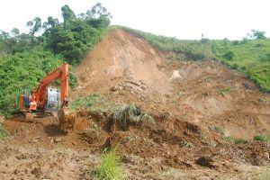 Lào Cai: Sạt lở nghiêm trọng tại quốc lộ 279