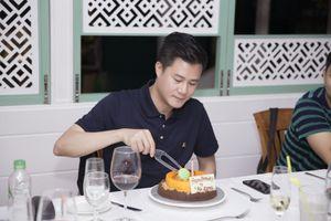 Ca sĩ Quang Dũng bất ngờ được tổ chức sinh nhật nơi xứ bạn