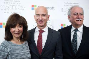 Ba mẹ tỉ phú Jeff Bezos sở hữu 30 tỉ USD nhờ con trai