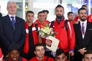 Chùm ảnh Palestine đặt chân đến Nội Bài 'đấu' U-23 Việt Nam