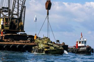 Li-băng 'xây công viên sinh thái' dưới biển bằng xe tăng cũ