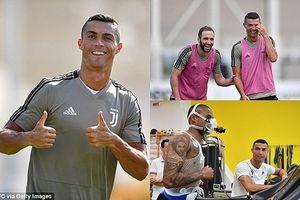 Ronaldo 'tươi như hoa' ở buổi tập đầu tiên trong màu áo Juventus