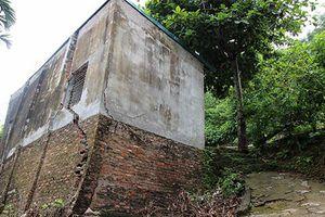 Thêm nhiều nhà nứt toác, chực sập xuống sông Đà