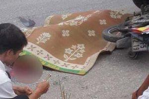 Đâm vào xe tải đỗ ven đường 2 mẹ con tử vong tại chỗ