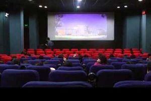 Đôi nam nữ diễn cảnh 'nóng' trong rạp chiếu phim bị phạt hay được bồi thường?