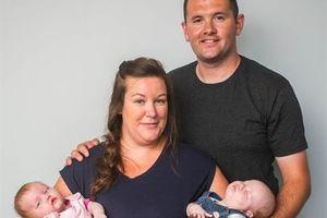 Chuyện lạ ở Anh: Ca sinh đôi bằng hai tử cung riêng biệt
