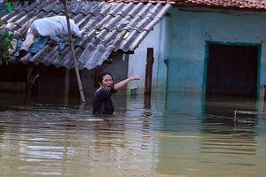 Gần 1 nghìn hộ dân huyện Chương Mỹ bị cắt điện vì ngập lụt