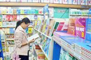 Ai cho phép các nhà sách bán tăng giá SGK?