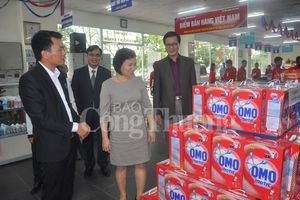 Thứ trưởng Hồ Thị Kim Thoa làm việc tại Hưng Yên
