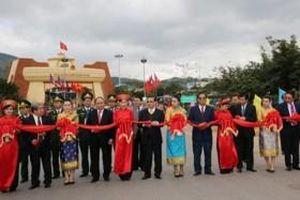 Khai trương cửa khẩu Việt - Lào 'một cửa, một dừng'
