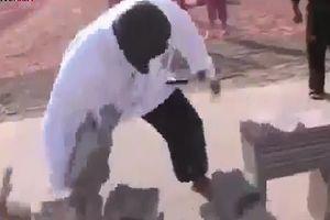 Người đàn ông đập nát 100 chồng gạch trong 1 phút 30