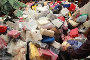 Hàng nghìn túi Charles & Keith và Prado nhái bị tiêu hủy