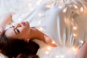 Giang Hồng Ngọc khoe thân hình quyến rũ đón Giáng sinh