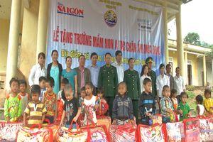 BĐBP Quảng Trị phối hợp trao chăn ấm cho học sinh xã biên giới A Vao