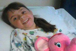 Bé gái xương sống vẹo 170 độ sống sót sau 12 lần phẫu thuật