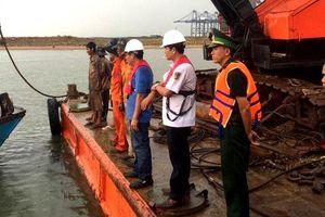 Xà lan va chạm tàu cá, hai ngư dân mất tích