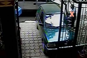 Clip vụ trộm ô tô chứa 400 cây vàng chấn động ở Hà Nội