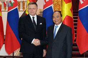 Thủ tướng Nguyễn Xuân Phúc đón Thủ tướng Slovakia thăm Việt Nam