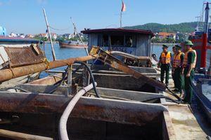 Hải đội 2 BĐBP Quảng Ninh bắt giữ 5 tàu chở, hút cát trái phép
