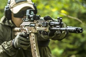 Soi diện mạo mới của siêu súng trường AK-12 Nga