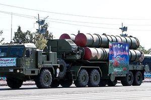 Mục kích duyệt binh khoe vũ khí 'khủng' của Quân đội Iran