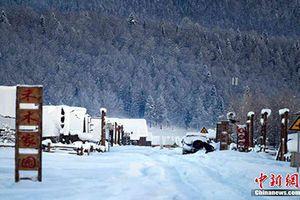 Thăm ngôi làng 'cổ tích' phủ đầy tuyết trắng ở Tân Cương