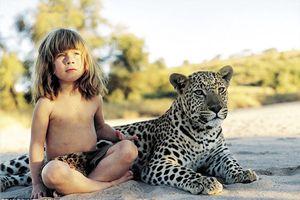 Cuộc sống kỳ diệu của bé gái lớn lên cùng thú dữ