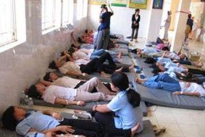 Hàng chục công nhân nhập viện cấp cứu sau khi ăn cá ngừ