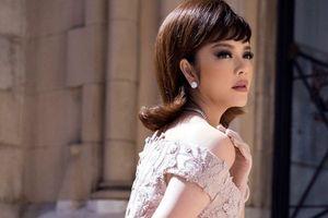 Lý Nhã Kỳ diện váy kiểu quý tộc ở thảm đỏ Cannes