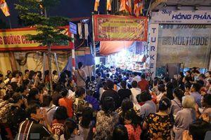 Hàng vạn người dân ngồi kín đường dự lễ Vu lan chùa Phúc Khánh